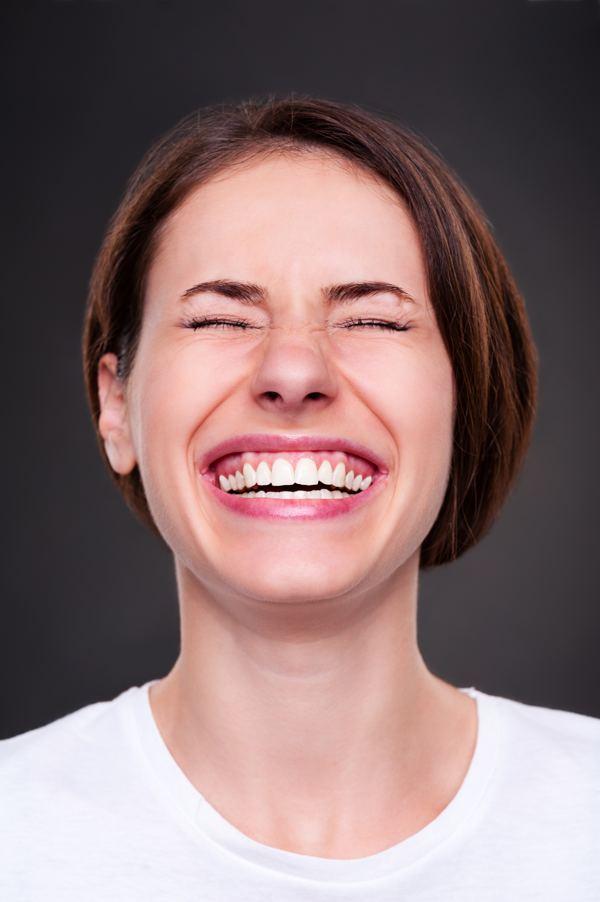 ¿Qué es la sonrisa gingival? Todo lo que necesitas saber y cómo lo solucionamos